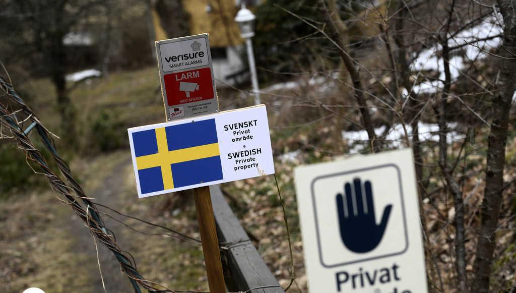 Skyltar om privat tomtmark på Lidingö Foto: Janerik Henriksson / TT