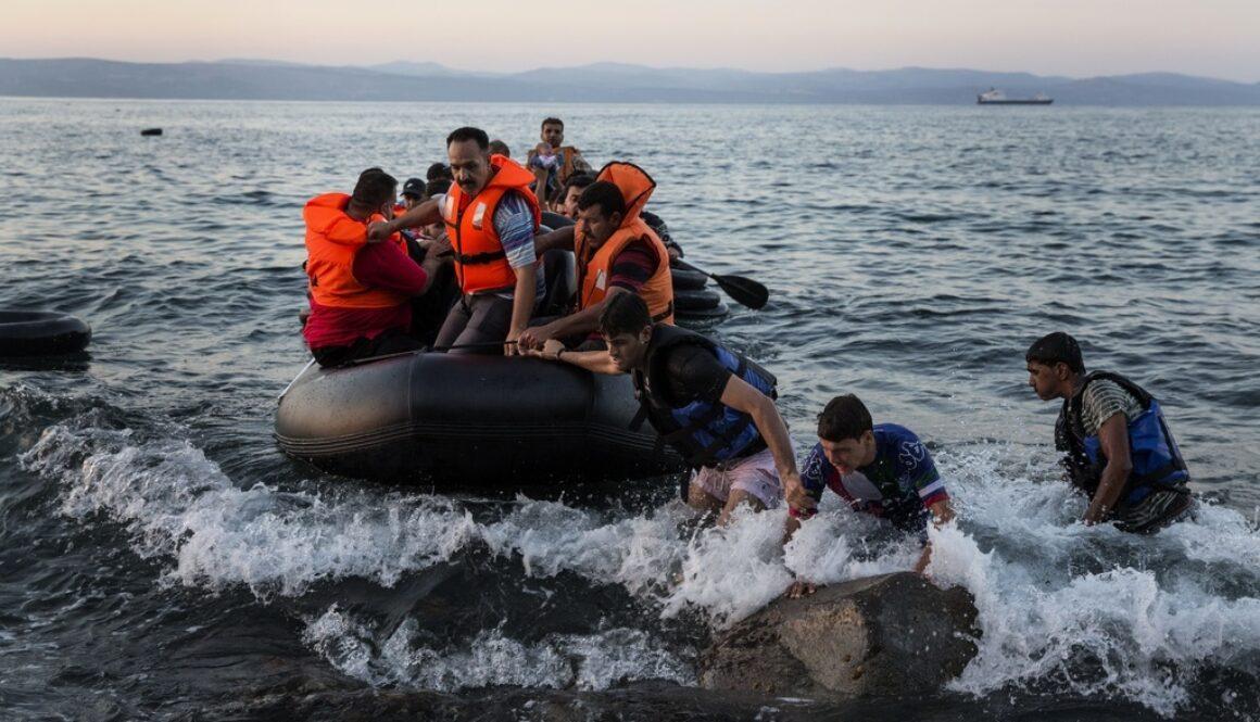 Migranter anländer till Lesbos hösten 2015. FOTO: Niclas Hammarström/Aftonbladet/TT