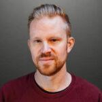 Erik Augustin Palm är kulturjournalist, redaktör och TV-producent. Sedan 2008 har han haft uppdrag för Sveriges största medier, bl a SvD, TT, SVT, Fokus och Expressen. Har även skrivit för engelskspråkiga medier som The New York Times, The Guardian, The FADER och Slate. Mellan 2010 och 2020 var Erik baserad i Kalifornien. Idag är han baserad i Tokyo.