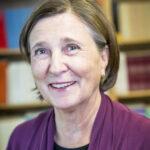 Elisabeth Precht har arbetat som riksdagsreporter och ledarskribent på Svenska Nyhetsbyrån samt krönikör på SvD.s ledarsida. Under 20 år var hon verksam som frilans i Centraleuropa och USA. Hon har även arbetat inom kommunikation av främst forskning.