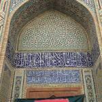 Mosaiker i en av Isfahans mer kända moskéer. Notera mönstrets komplexitet. Foto: Henrik Höjer