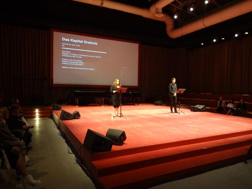 Konstnären Isaac Juliens arrangemang vid Venedigbiennalen 2015: en uppläsning av Das Kapital , pågående under hela biennalen. Foto: Lars Vilks.